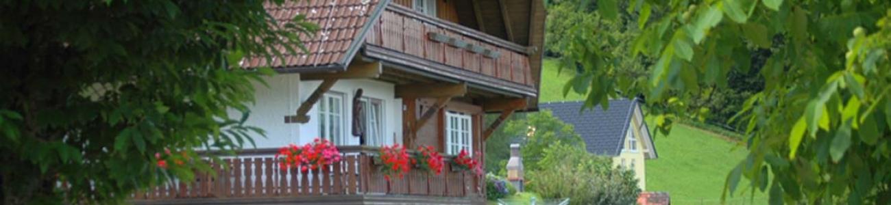 Hofgebäude und Ferienhaus